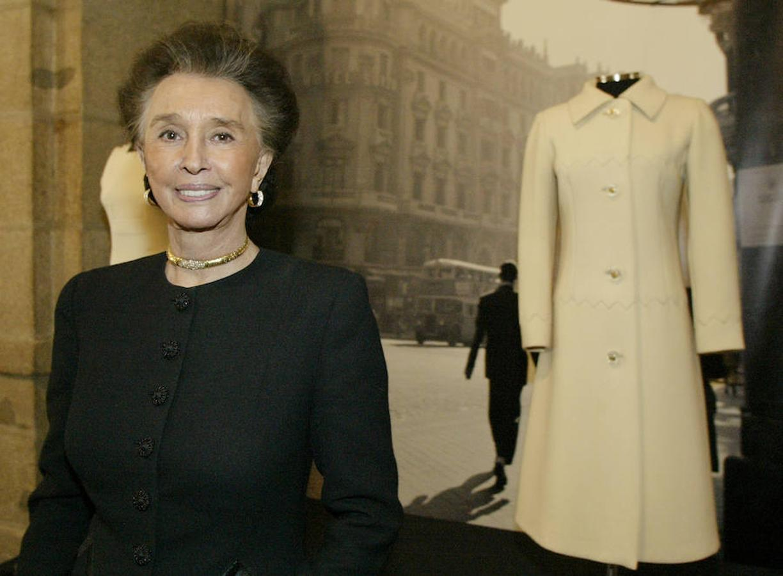 En una exposición de Pertegaz, con un abrigo que ella cedió