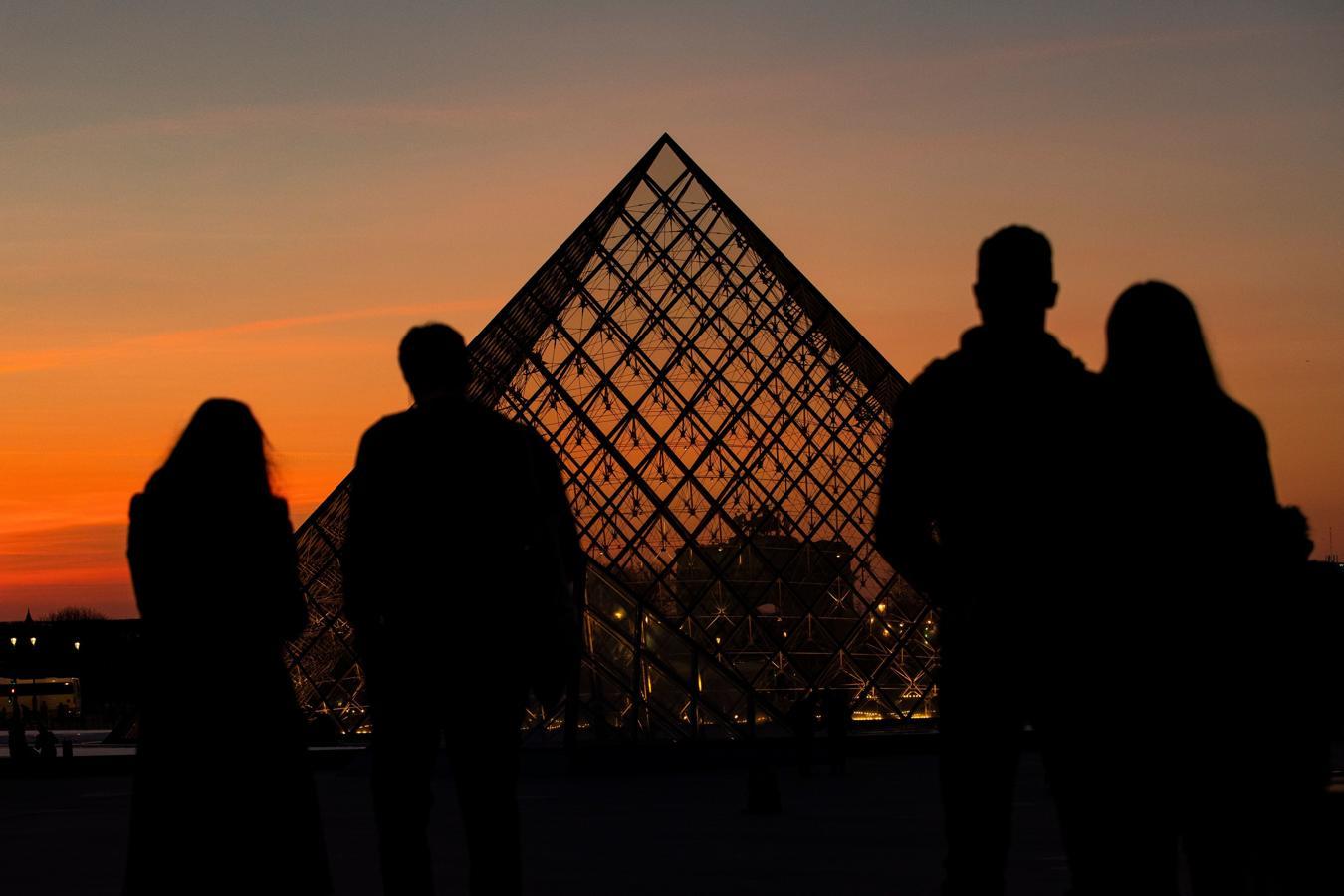 La pirámide que cambió el acceso al Louvre
