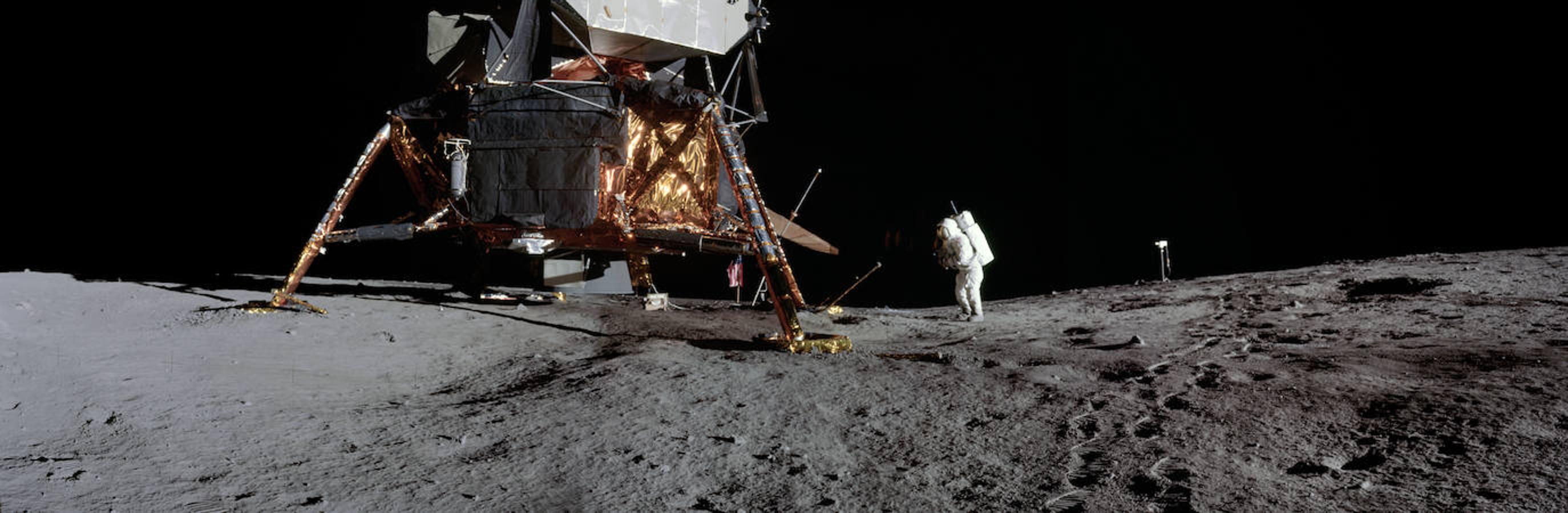 John W. Young, astronauta del Apollo 16