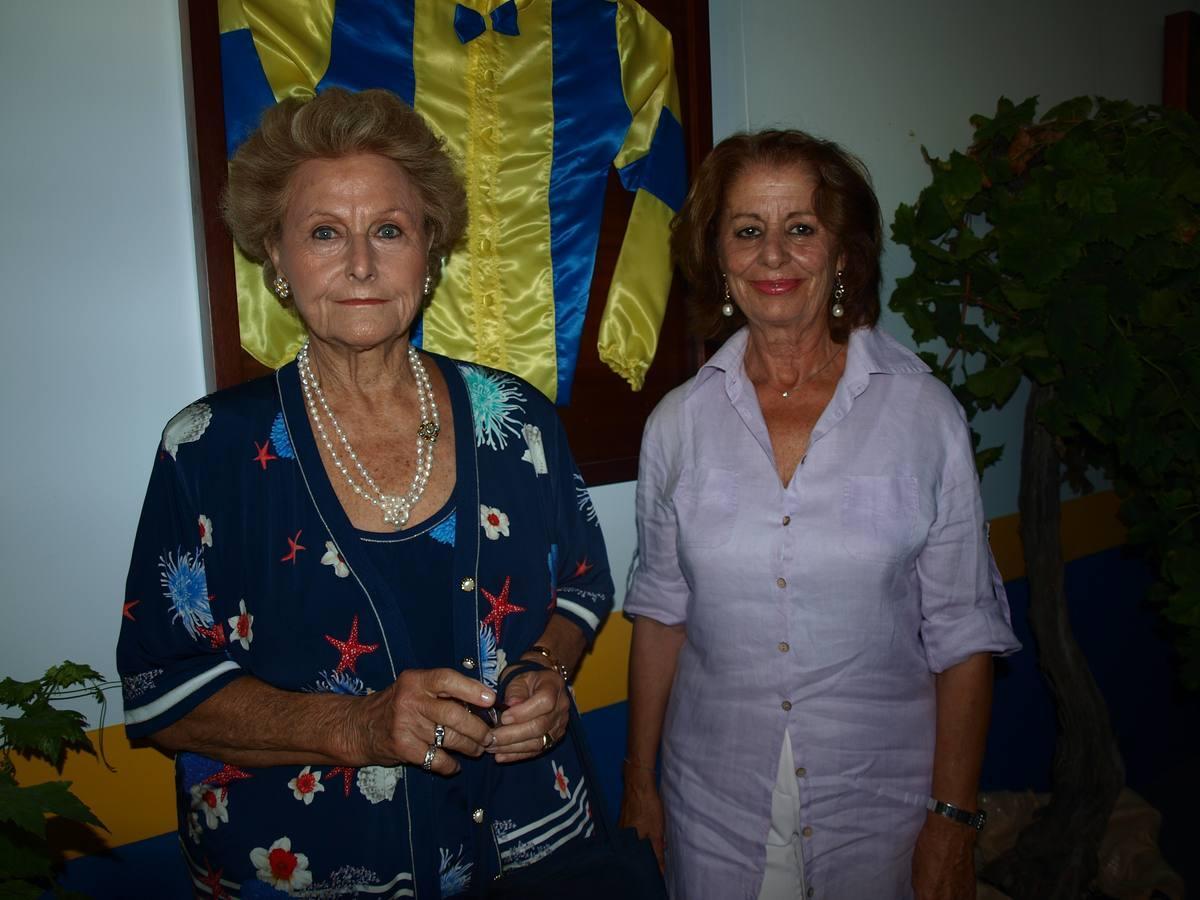 La nueva embajadora de las Carreras Beatriz de Orleans y Borbón junto a María José Burgos