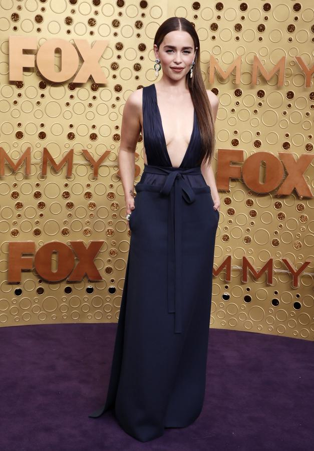 Emilia Clarke de Valentino con sandalias Jimmy Choo