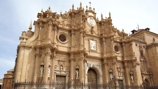 Fachada de la Catedral de Guadix.