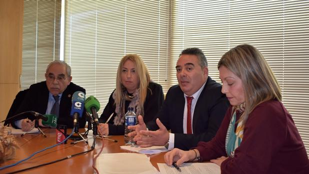 Representantes de los abogados y procuradores de Huelva en una comparecencia