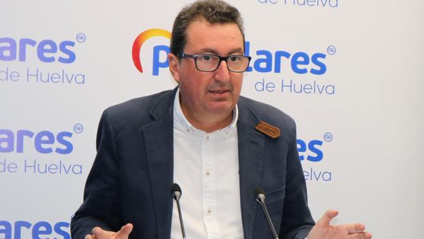 El presidente del PP de Huelva, Manuel Abdrés González