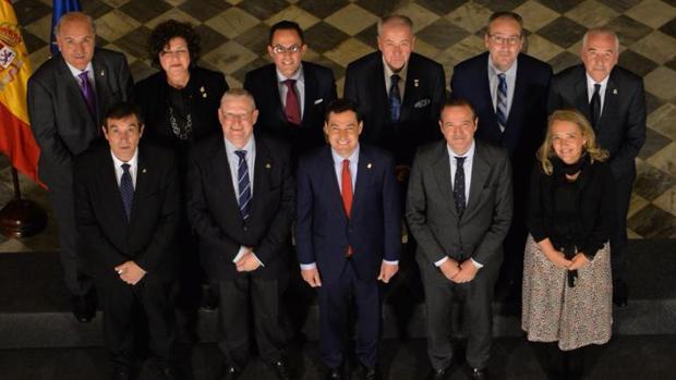 Los presidentes de los consejos andaluces, junto a Moreno Bonilla