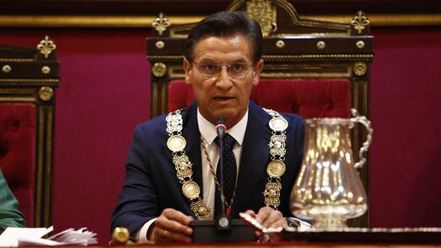 Luis Salvador, de Ciudadanos, en su primera intervención tras ser investido alcalde de Granada