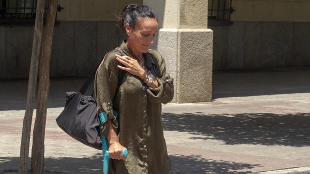 la juez María Núeñez Bolaños a la salida de los juzgados este martes