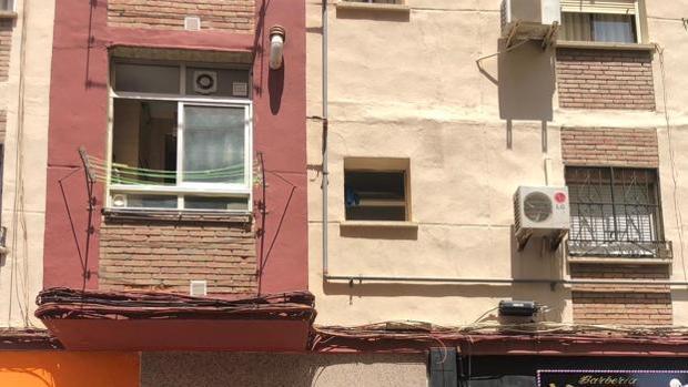 El domicilio de la calle Eduardo R España, en la zona de La Unión, en Málaga donde tuvo lugar el parricidio