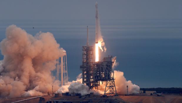 SpaceX Falcon 9 r