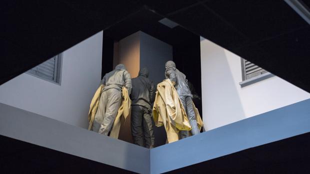 Parte de la instalación «Double Bind», de Juan Muñoz, en la Fundación Sorigué de Lérida