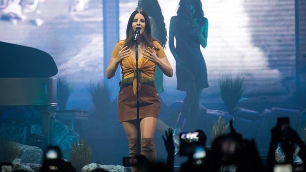 Lana del Rey, anoche durante su actuación en Barcelona