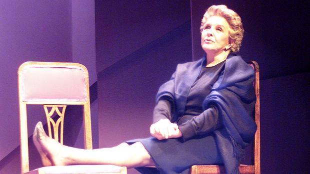 Lola Herrera durante una representación de «Cinco horas con Mario»