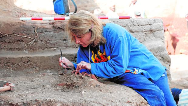 La egiptóloga Carmen Pérez Die, directora de la excavación del MAN en Heracleópolis Magna (Egipto)