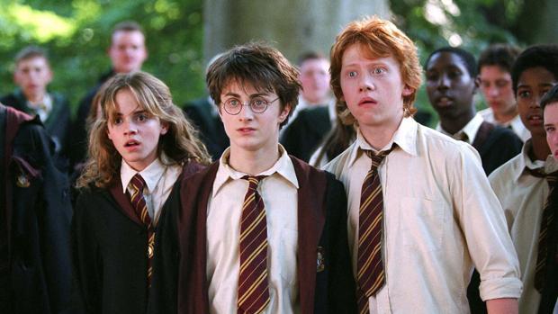 Hermione, Harry y Ron, estupefactos en un fotograma de las películas de la saga