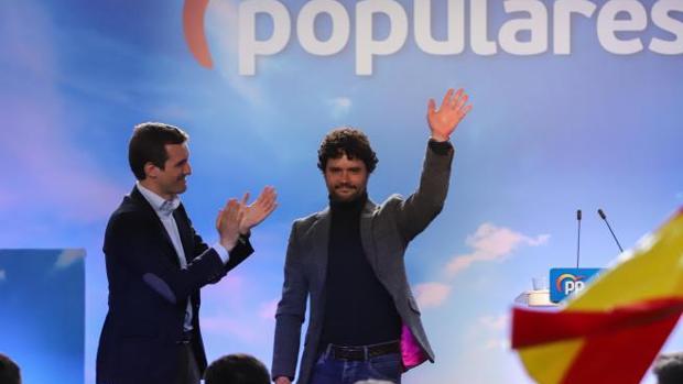 Pablo Casado aplaude a Miguel Abellán en un mitin