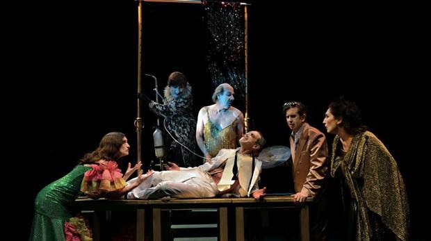 Un momento de la obra «El desguace de las musas», de La Zaranda