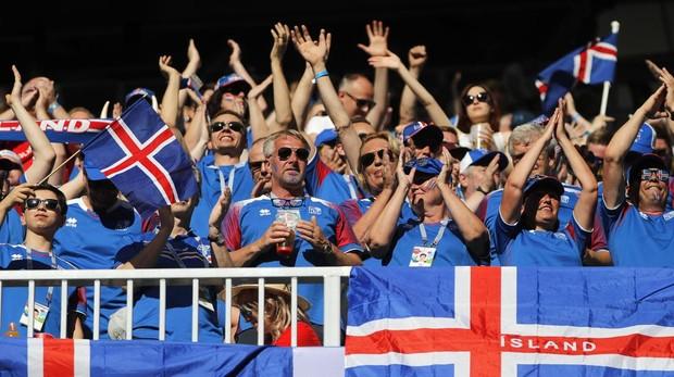 Aficionados de Islandia en el estadio de Volgogrado del Mundial de Rusia, antes del partido contra Nigeria