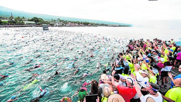 Los participantes de la pasada edición de Ironman Hawái, fotografiados por aficionados