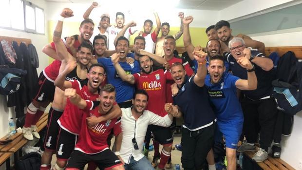 Los jugadores del Melilla celebran la clasificación para el playoff de ascenso a LaLiga 123