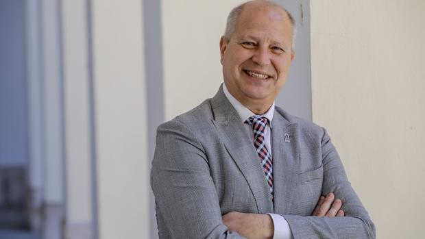 Javier Imbroda, diputado de Cs y exseleccionador nacional de baloncesto