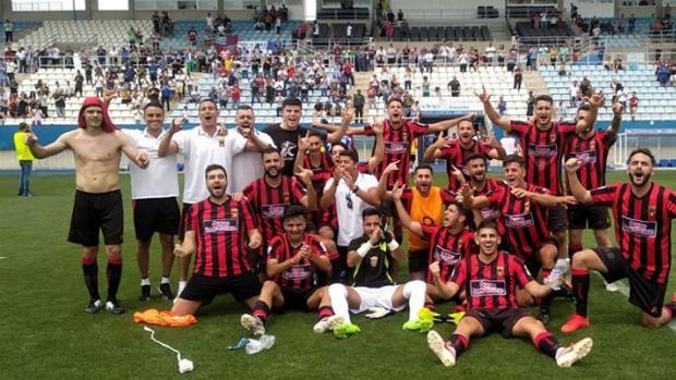 Los jugadores del club canario celebrando el pase en Lorca
