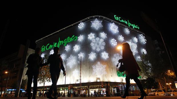 El Corte Inglés da por inauguradas las compras navideñas