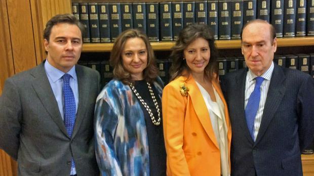 (De izda a dcha: El presidente del Corte Inglés, Dimas Gimeno junto a Marta y Cristina Álvarez, además de Florencia Lasaga, presidenet de la Fundación Ramón Areces