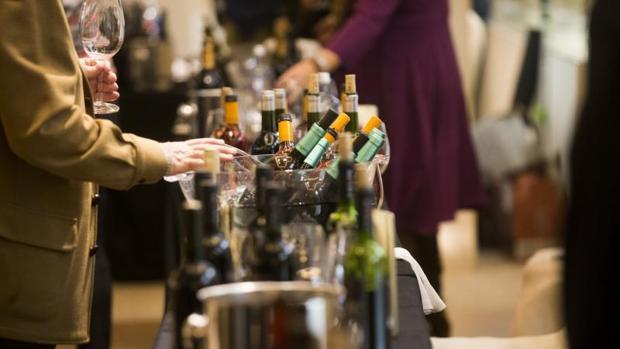 Cervezas o vinos son dos de los muchos ejemplos en los que los españoles gastan más