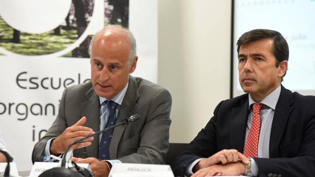 Francisco Velasco, director de la Escuela de Organización Industrial (EOI) en Andalucía (izquierda) y Juan Román, gerente del clúster empresarial Andalucía Aerospace