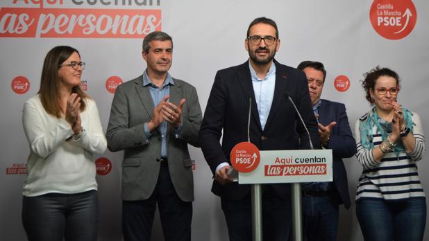 Sergio Gutiérrez, a la cabeza, valora los resultados del PSOE en las elecciones generales