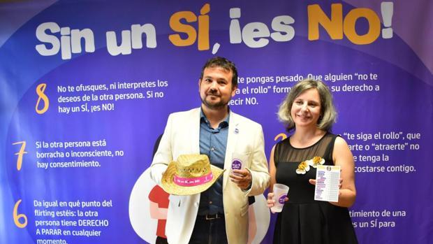 Araceli Martínez, directora del Instituto de la Mujer junto a Juan Ramón Amores, director general de Deportes y Juventud