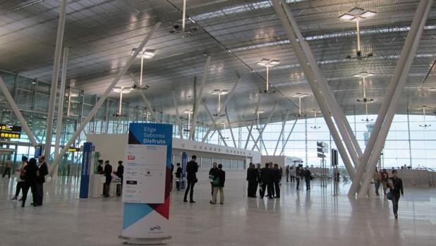 Interior del aeropuerto de Santiago