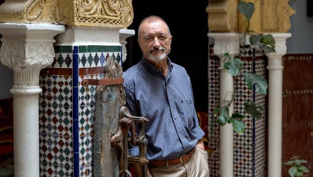 Arturo Pérez-Reverte, fotografiado ayer en Tánger