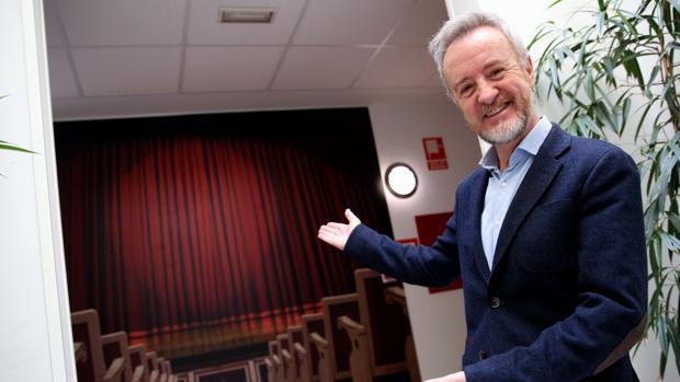 El actor madrileño reconoce que es feliz actuando sobre el escenario, en el que lleva 40 años