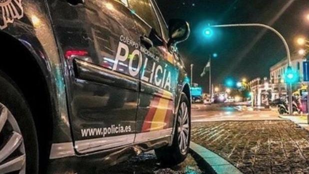 Coche patrulla de la Policía Nacional en una intervención nocturna