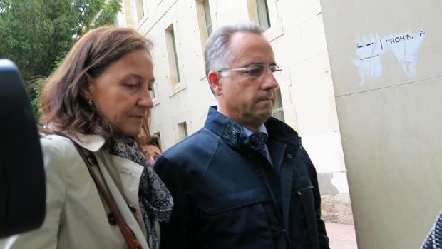 Vicente Sala, hijo de la víctima, llegando a los juzgados para declarar