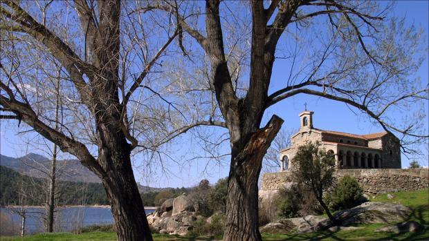 Embalse de El Burgillo (Ávila), junto a la ermita de las Cruceras, en una imagen de archivo