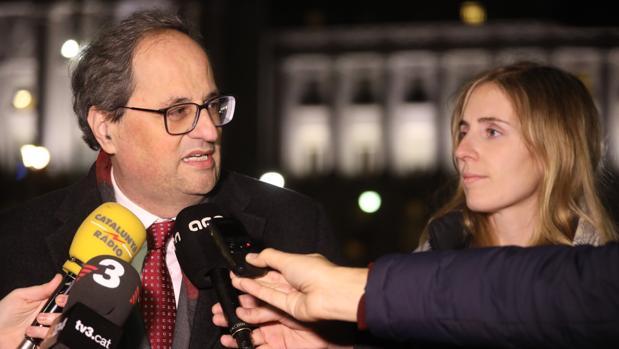 El presidente regional atiende en Estados Unidos a tres medios de comunicación catalanes