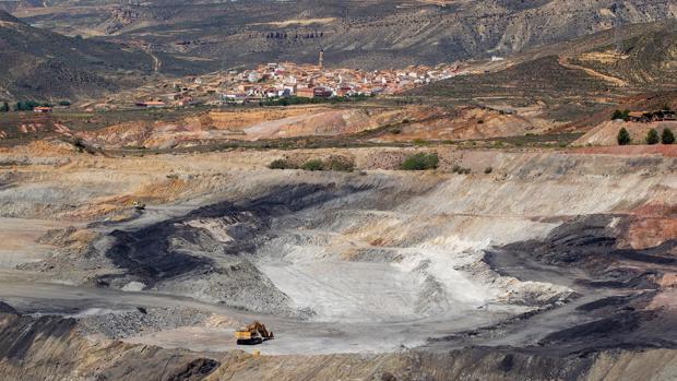 Imagen de la mina a cielo abierto Santa María de Ariño