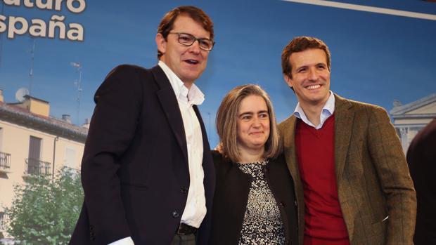 El presidente del PP, Pablo Casado (D); junto al candidato a la presidencia dela Junta, Alfonso Fernández Mañueco (I); y a la candidata por Ávila, Sonsoles Sánchez, en la presentación de los candidatos del PP de Castilla y León