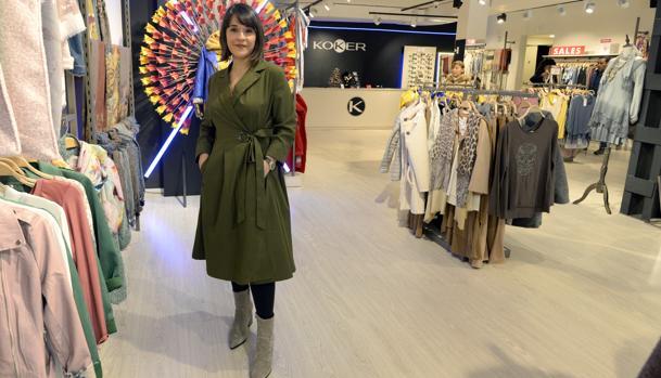 Priscilla posa en la tienda que la firma tiene en la plaza de Zocodover