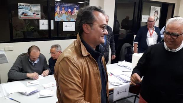 Francesc Sanguin0, durante las votaciones celebradas este domingo