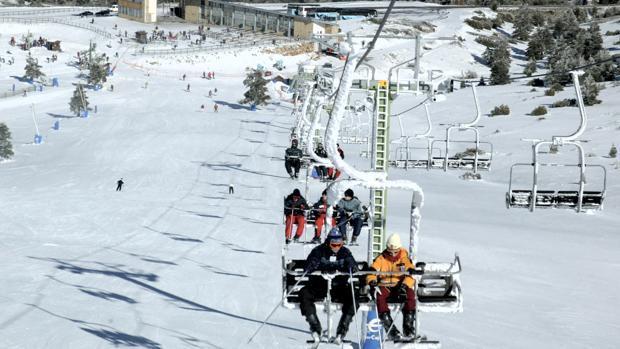 La nieve es un recurso económico fundamental para las zonas prósperas del Pirineo, que viven del turismo