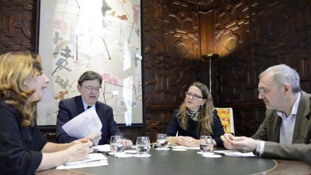 Puig con responsables de la Conselleria de Agricultura y de la Abogacía de la Generalitat, analizando la sentencia del Supremo sobre el Tajo