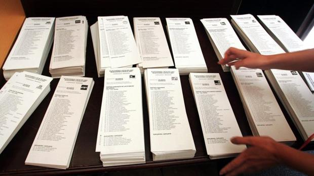 Papeletas con las candidaturas a las elecciones autonómicas en la Comunidad Valenciana