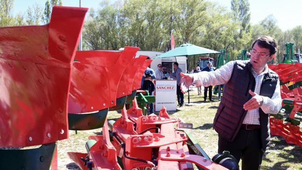 El candidato a la Presidencia de la Junta por el PP, Alfonso Fernández Mañueco, visitó la LIX Feria Nacional de maquinaria agrícola de Lerma