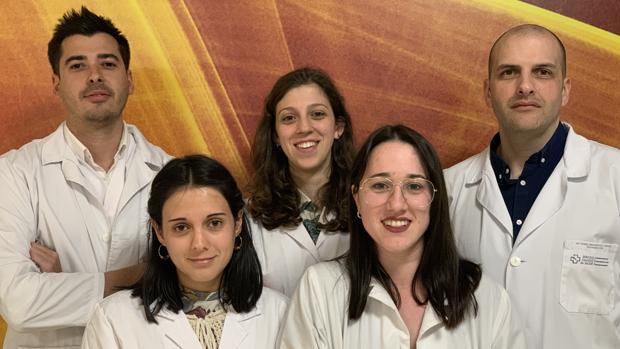 Rodolfo Gómez Bahamonde, a la derecha, con el grupo de Patología Muscoloesquelética del IDIS