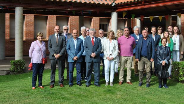 Felpeto con responsables del IES y alcaldes de la comarca
