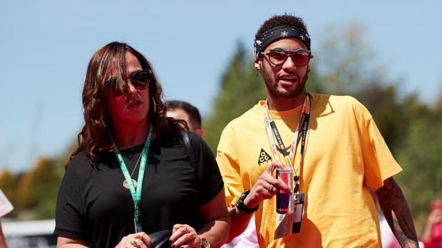 Neymar con su madre, Nadine Santos, en el Gran Premio de Fórmula 1 en Montmeló, hace unos días