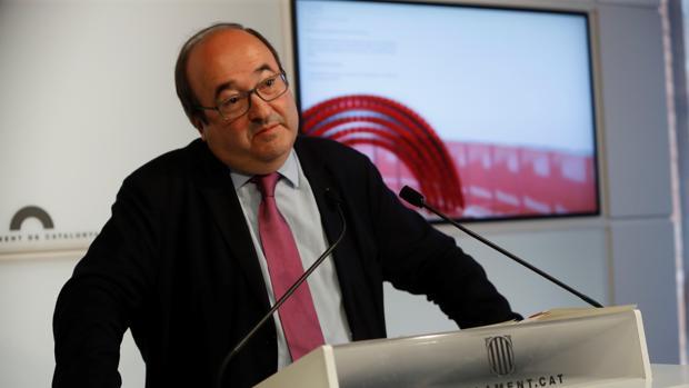 El lider del PSC, Miquel Iceta, durante la rueda de prensa que ha ofrecido tras el pleno del Parlamento de Cataluña